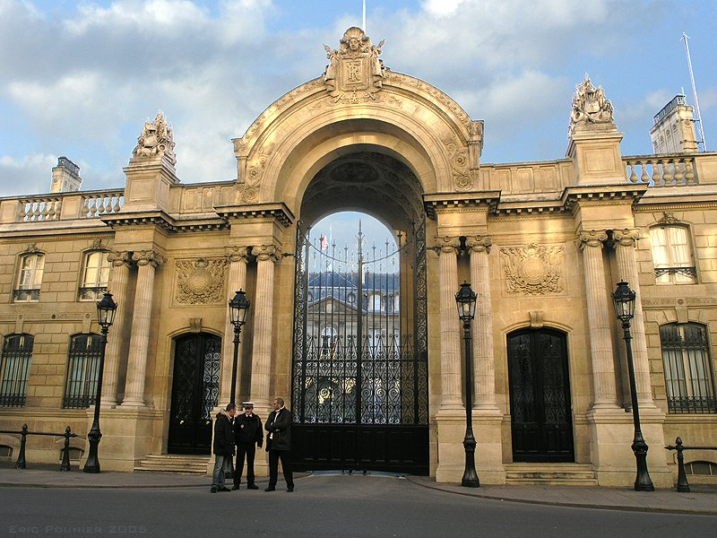 """""""Elysée Palace, Paris 2005"""" by Eric Pouhier - Eric Pouhier. Licensed under CC BY-SA 2.5 via Commons - https://commons.wikimedia.org/wiki/File:Elys%C3%A9e_Palace,_Paris_2005.jpg#/media/File:Elys%C3%A9e_Palace,_Paris_2005.jpg"""